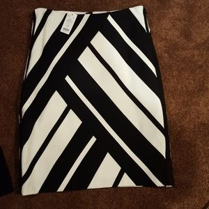White House Black Market skirt size for new with t